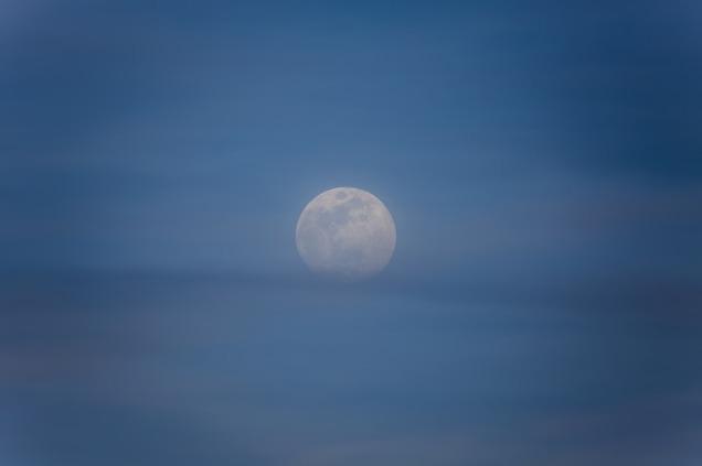 moon-2219093_640